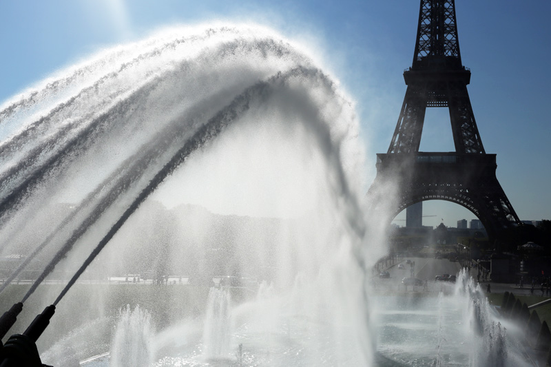 Trocadero, fountains and Eiffel Tower